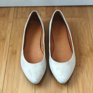 Madewell off white suede flats/skimmers